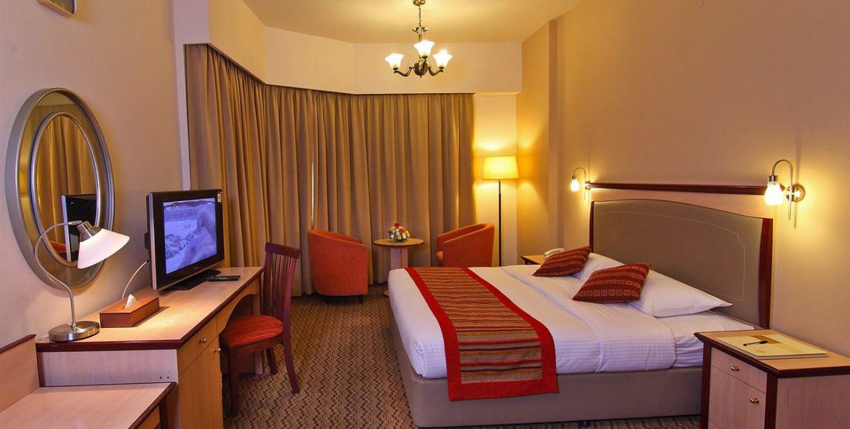 flora-hotel-one-bedroom-suite-2