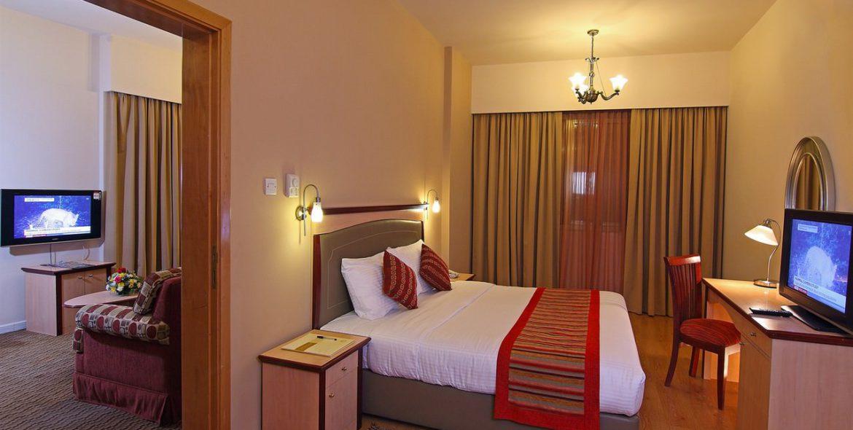 flora-hotel-one-bedroom-suite-3